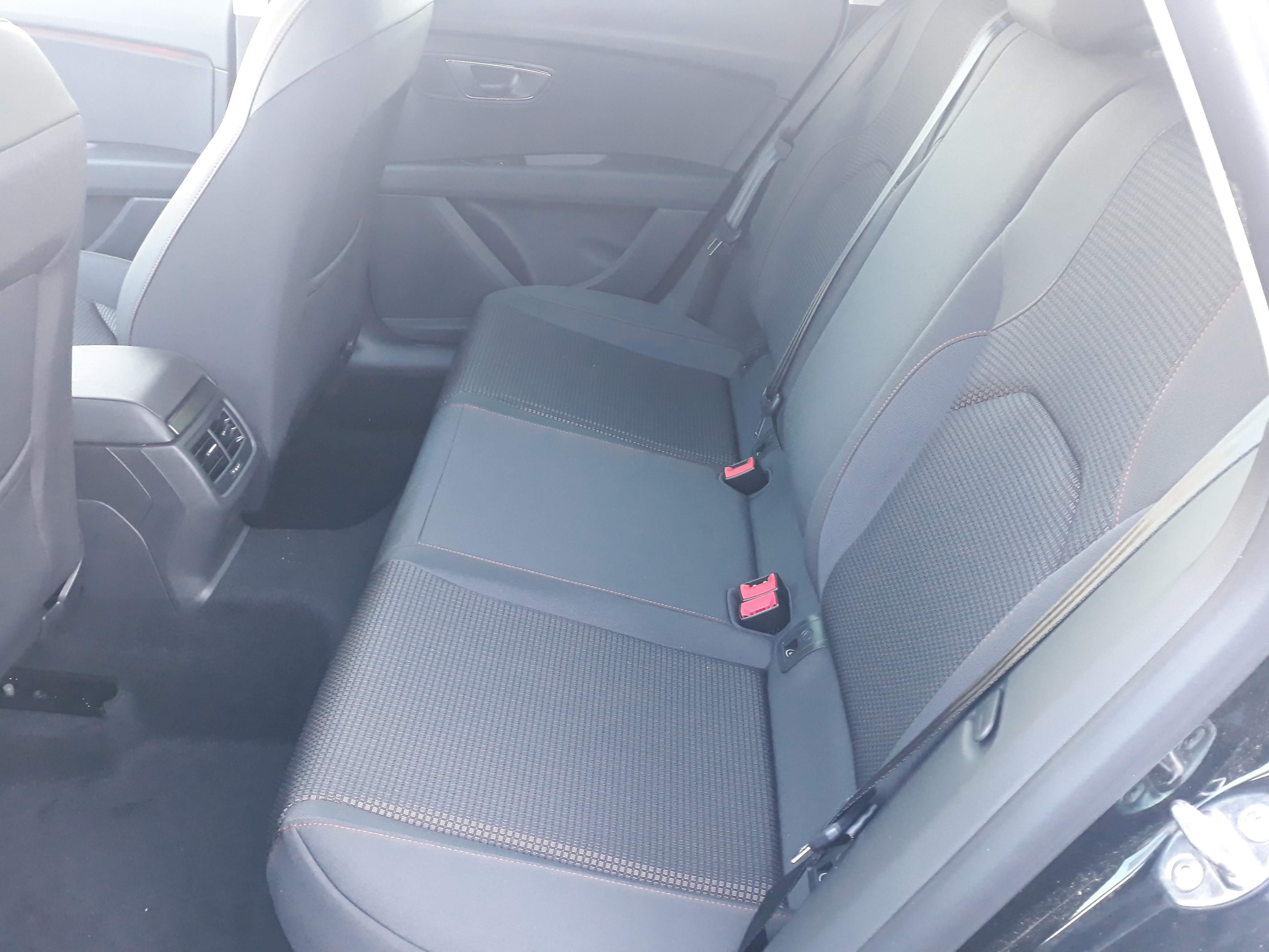Seat Leon FR 1.5 TSI, Navi, SHZ, PDC v+h, Connectivity Box, LED full